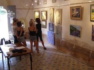 Visiteurs de l'exposition peinture de Juillet.