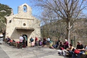 Pause pique-nique devant la chapelle de Chames